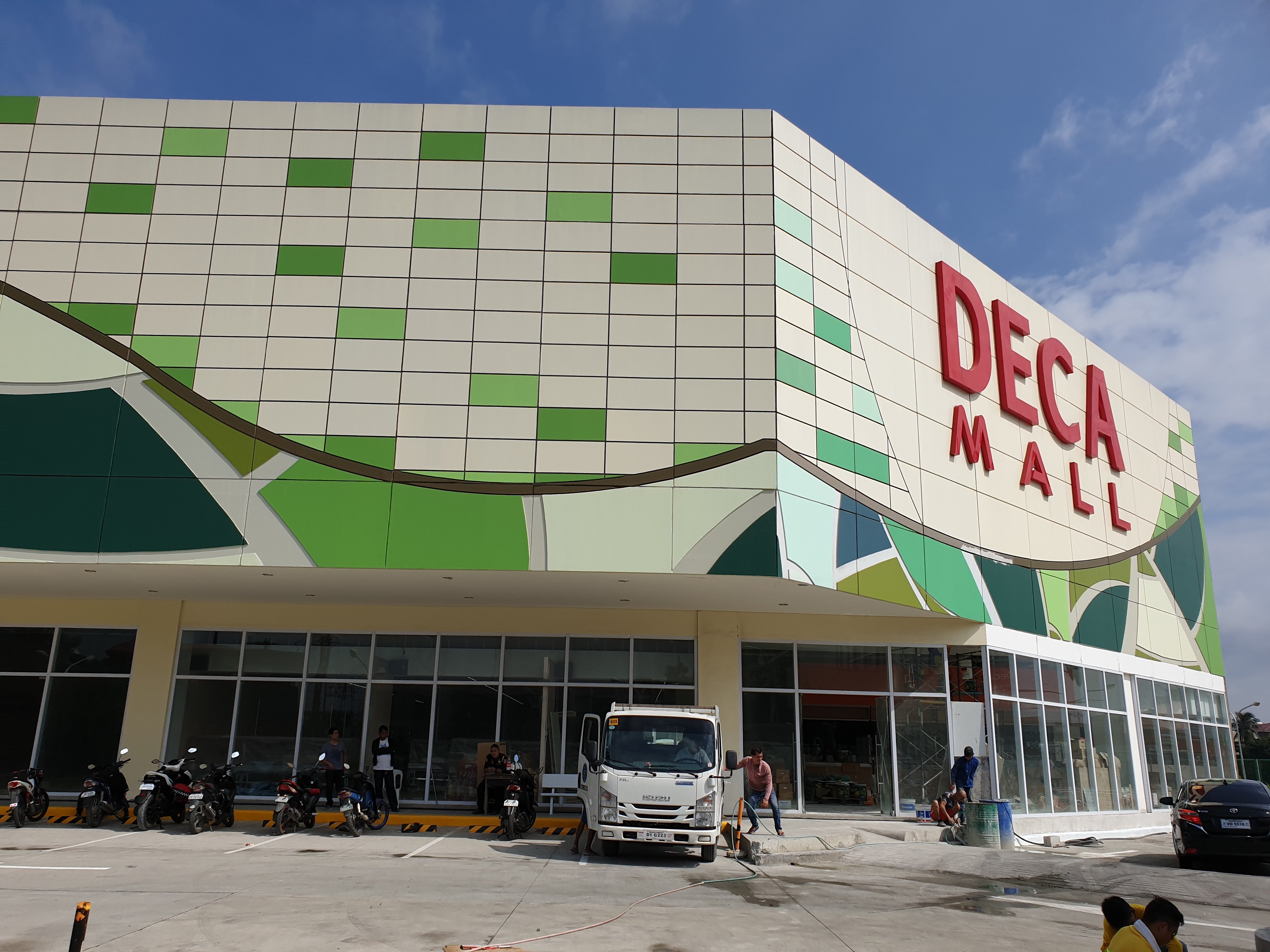 Deca Mall Building